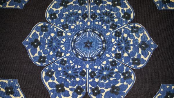 angis stoffegge blaue blume breite 145 cm preis pro 20. Black Bedroom Furniture Sets. Home Design Ideas